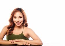 Schönheit schoss von einer Frau auf weißem Hintergrund Stockfoto