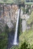 Schönheit Sipiso-piso Wasserfall in Danau Toba, Nord-Sumatra, Indon Stockfotografie