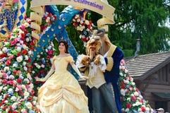 Schönheit und das Tier vom Festival der Fantasie-Parade Lizenzfreie Stockfotos