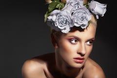 Schönheit und Rosen Stockfotos