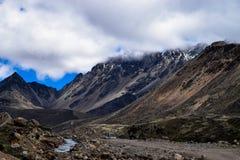 Schönheit von Himalayanmountainrange in Nord-Sikkim stockbild