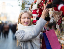 Schönheit am Weihnachtsmarkt Stockfotos