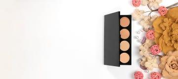 Schönheits-Blog, kosmetische Produkte, auf hellem Hintergrund Stockfotos