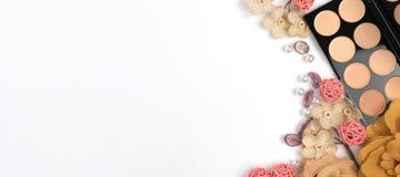 Schönheits-Blog, kosmetische Produkte, auf hellem Hintergrund Stockfotografie