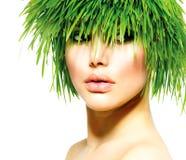 Frau mit dem grünes Gras-Haar Stockbild