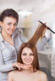 Schönheits-Frau mit dem langen gesunden und glänzenden glatten schwarzen Haar Lizenzfreie Stockfotografie