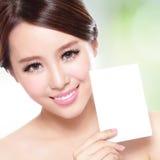 Schönheits-Hautpflegefrau, die Kopienraum zeigt Stockbild