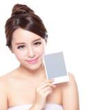 Schönheits-Hautpflegefrau, die Kopienraum zeigt Stockfotos