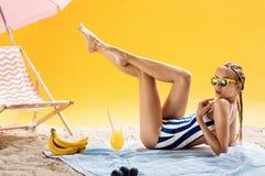 Schönheits-Konzepte Sommerferien und angenehme Freizeit mit Getränken Stockbild