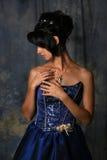 Schönheits-Mädchen im blauen Kleid Stockbilder