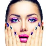 Schönheits-Make-up und Maniküre Stockfotografie
