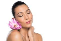 Schönheits-Porträt mit Blume Stockfoto