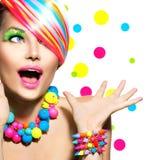 Schönheits-Porträt mit buntem Make-up Stockbilder