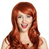 Schönheits-Portrait. Lockiges Haar. Weißer Hintergrund lizenzfreies stockfoto