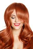 Schönheits-Portrait. Lockiges Haar. Weißer Hintergrund Lizenzfreies Stockbild