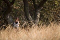 Schönheits-romantisches Mädchen draußen Stockfoto