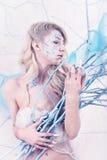 Schönheitsfrau als Schneekönigin im Winter Lizenzfreies Stockfoto