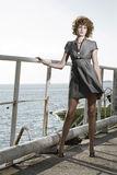 Schönheitsfrau auf Meer lizenzfreie stockbilder