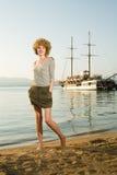 Schönheitsfrau auf Meer lizenzfreie stockfotografie