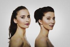 Schönheitsfrau, die hinter ihrem Freund steht Stockbilder