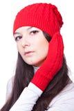 Schönheitsfrau in einer roten Schutzkappe und in den Handschuhen stockfotos