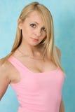 Schönheitsfrau im rosafarbenen Abendkleid. Stockbilder