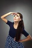 Schönheitsfrau im Tuchblick der alten Art in der Zukunft Lizenzfreies Stockfoto
