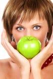 Schönheitsfrau mit Apfel stockfotos