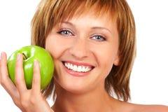 Schönheitsfrau mit Apfel Lizenzfreie Stockfotografie