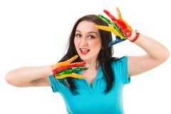 Schönheitsfrau mit den Händen gemalt stockfotos