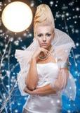 Schönheitsfrau unter Mond Lizenzfreie Stockbilder
