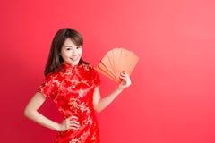 Schönheitsfrauenabnutzung cheongsam Lizenzfreies Stockfoto