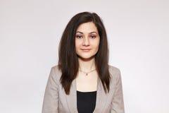Schönheitsfrauenporträt lokalisiert auf einem weißen Hintergrund Lizenzfreie Stockfotografie