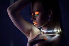 Schönheitsfrauentanz mit Glühenverfassung Lizenzfreie Stockbilder
