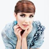 Schönheitsfrisur auf weißem jungem Modell Lizenzfreie Stockfotos