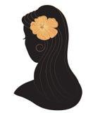 Schönheitsikone Mädchen mit einer Blume in ihrem Haar Stockfotografie