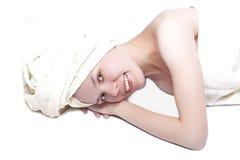 Schönheitsmädchen nach Dusche stockfotografie