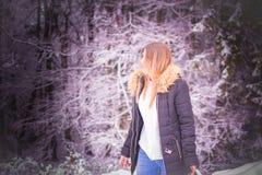Schönheitsmädchen-Porträtwald Lizenzfreies Stockfoto