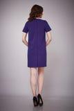 Schönheitsmode kleidet zufälligen Sammlungsfrauen-Modell Brunette lizenzfreie stockfotografie