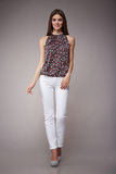 Schönheitsmode kleidet zufälligen Sammlungsfrauen-Modell Brunette stockbild