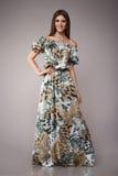 Schönheitsmode kleidet zufälligen Sammlungsfrauen-Modell Brunette lizenzfreies stockbild