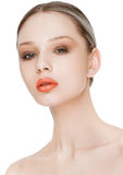Schönheitsmode-modell mit natürlicher Make-uphautpflege Stockfotografie