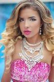 Schönheitsmodemädchen-Modellporträt Blonde Frau mit Make-up, lon Stockbilder