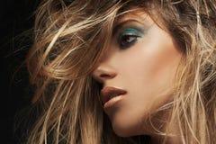 Schönheitsnahaufnahmeporträt der jungen sexy Frau lizenzfreies stockbild