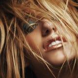Schönheitsnahaufnahmeporträt der jungen sexy Frau stockfoto