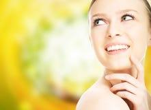 Schönheitsnahaufnahmeportrait-Frauengesicht Stockfoto