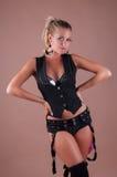 Schönheitsparty-girl im schwarzen Kostüm Stockfotografie