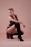 Schönheitsparty-girl im schwarzen Kostüm Stockfotos