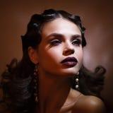Schönheitsporträt der Frau im Retrostil Addieren Sie Geräusche und Filter Lizenzfreies Stockfoto