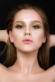 Schönheitsporträt der jungen Frau mit schönem Make-up Lizenzfreie Stockfotos